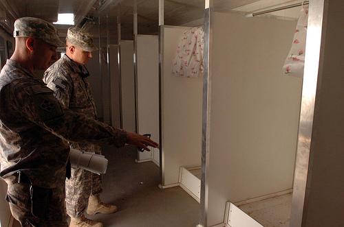 ハート・ロッカー↑シャワー・ルームはこんな感じ。イラク・キルクーク、2009年11月撮影。.jpg