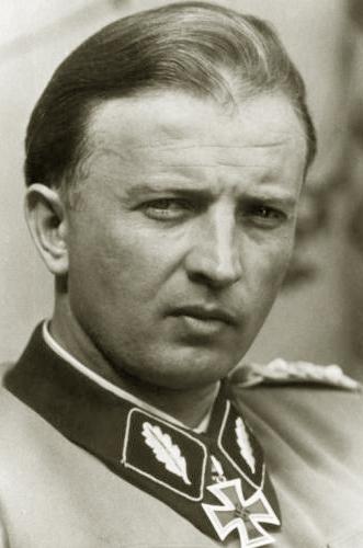 ヒトラー〜最後の12日間〜↑ヘルマン・フェーゲラインSS中将。.jpg