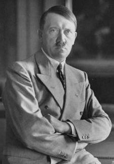 ヒトラー〜最後の12日間〜↑アドルフ・ヒトラー。1933年撮影。ドイツ連邦文書館提供。.jpg