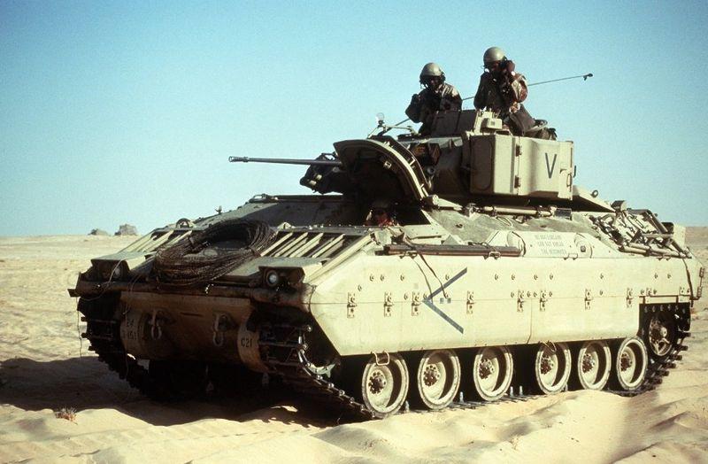 ハート・ロッカー↑M2ブラッドリー歩兵戦闘車。アメリカ軍提供。.jpg