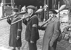 ヒトラー〜最期の12日間〜↑1944年9月、大戦末期に16歳から.JPG